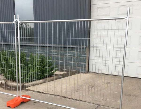 Hot Dipped Galvanised to Australian Standard 2400mm(L) x 2100mm(H) Welded Mesh PanelTemporary Fence