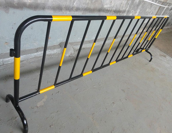 Hot sell Heavy duty galvanised traffic road safety pedestrian crowd