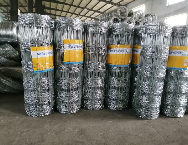 1.8m Height Galvanized 30cm Vertical Wire Distance 100m Long hinge joint Cattle fence