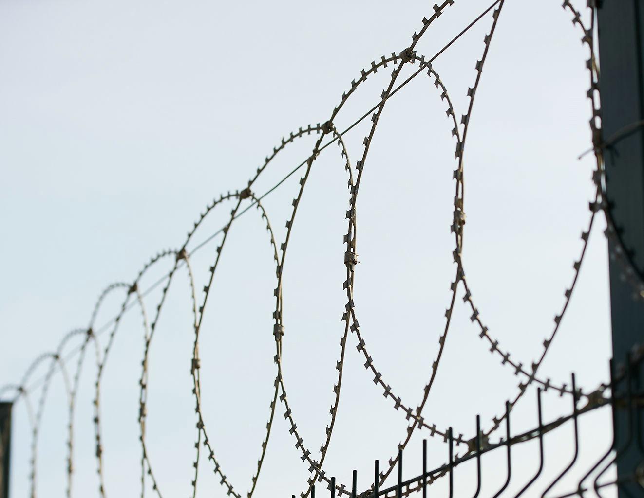 Flat wrap razor barbed wire concertina razor barbed wire