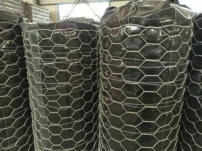 Hot-dip galvanized hexagonal net with 38mm mesh diameter and 1.6mm wire diameter