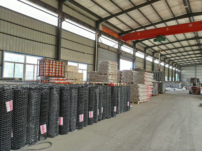 Exported to New Zealand market 1.22m wide and 50m long hot-dip galvanized hexagonal wire mesh