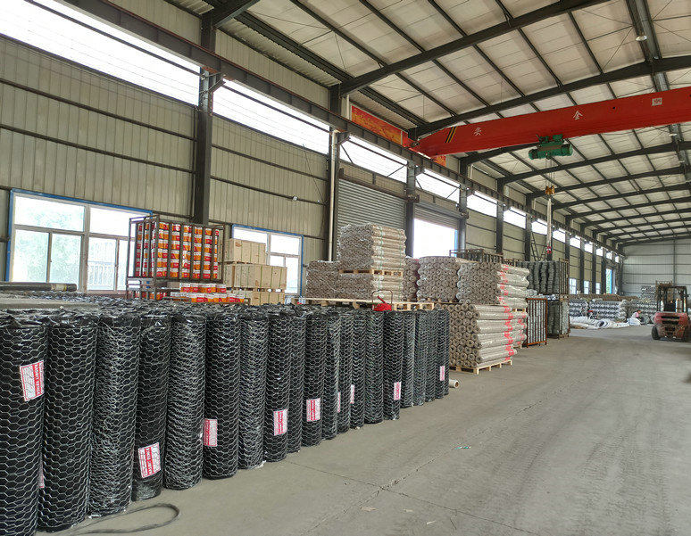 hot dipped galvanized hex web crops protection fence