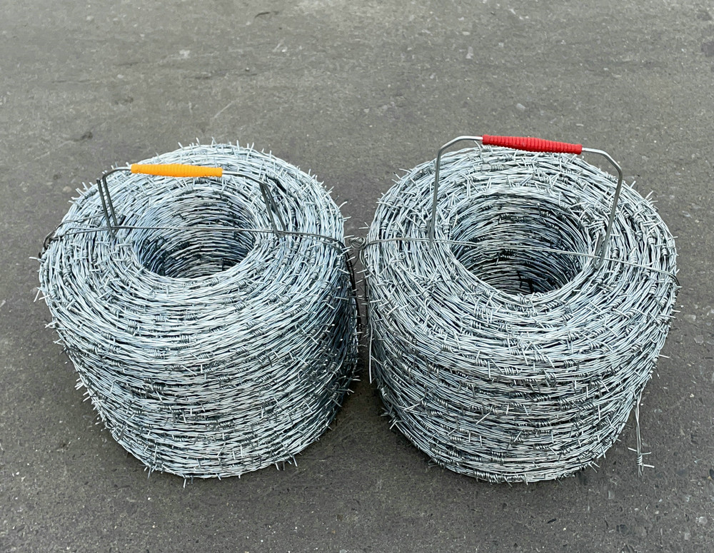 1.35MMX500M heavy zinc caoted barbed wire with plastic handle